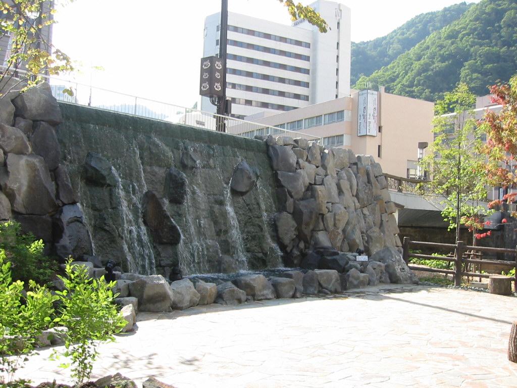 定山渓源泉公園-壁泉