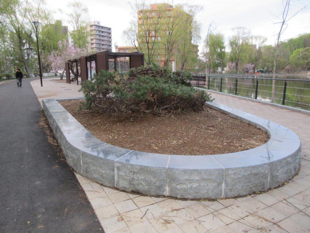 月寒公園-花壇石